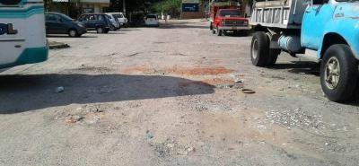 Los huecos en la malla vial del barrio Villa Campestre tiene preocupados a los residentes del sector.