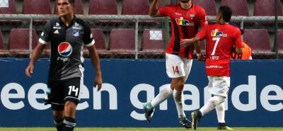 Millonarios, que goleó 4-0 al Deportivo Lara en Bogotá, no pudo ayer en Venezuela y terminó perdiendo 2-1.