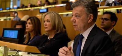 El presidente Santos en compañía de la Embajadora de Colombia en la ONU, María Emma Mejía y la cónsul en Nueva York, María Isabel Nieto.