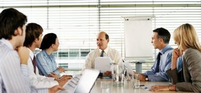 Los empleados son uno de los motores de la empresa. Es fundamental escucharlos, saber qué les preocupa, qué los motiva, cuáles son sus metas y qué cambiarían en la organización.