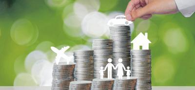 Puede guardar el dinero en la alcancía o debajo del colchón, en especie (animales, materiales), en un fondo familiar, una cadena, recurriendo a un fondo de empleados, cooperativa, fondo de pensiones o en las entidades bancarias.