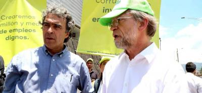 A través de las redes sociales el candidato a la presidencia, Sergio Fajardo, descalificó las afirmaciones hechas por el senador Uribe en contra de los educadores del país.