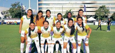 La selección Santander femenina de fútbol, coronada recientemente campeona suramericana en Paraguay, buscará revalidar su título nacional en el Torneo de Fútbol Infantil.