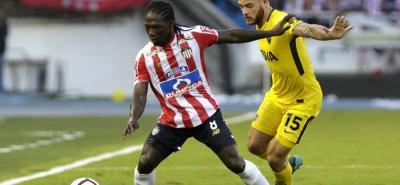 Junior y Boca Juniors igualaron ayer 1-1 en Barranquilla y dejaron en suspenso su clasificación a los octavos de final de la Copa Libertadores de América.