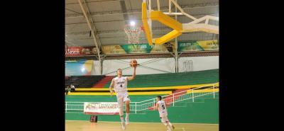 El santandereano Hansel Atencia, que se destaca en el baloncesto de los Estados Unidos, es una de las cartas de Búcaros en la temporada 2018. El jugador también es selección Colombia.