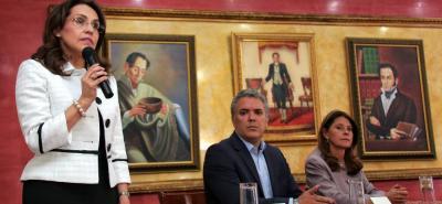 Tras varias horas de reunión, la excandidata presidencial de Somos, Viviane Morales, formalizó su respaldo a la candidatura uribista de Iván Duque a la Presidencia.