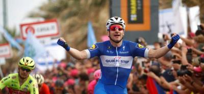Viviani ganó la etapa y Dumoulin se quedó sin liderato en el Giro de Italia