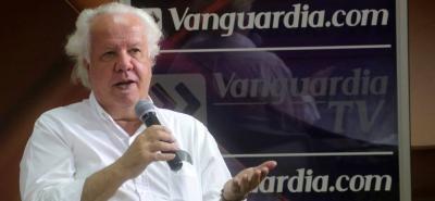 El periodista Alberto Donadío 'desmenuza' el caso Odebrecht en su libro Nobelbrecht.