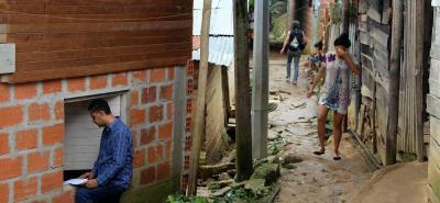 El riesgo y la inestabilidad del terreno se conjugan con la aplicación de sistemas de construcción no aptos para adelantar proyectos habitacionales en esta área.