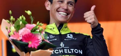 Con su sonrisa característica celebró el colombiano Esteban Chaves la victoria en la sexta etapa del Giro de Italia.