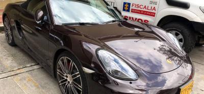 Este automóvil Porsche se suma a los tres vehículos de alta gama que había incautado la Fiscalía al exgobernador de Santander, Hugo Aguilar Naranjo.