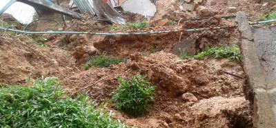 La imagen muestra el daño sufrido en una finca de la vereda Palonegro tras el deslizamiento causado por las lluvias.