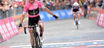 """El británico Simon Yates dijo tras ganar su segunda etapa en el Giro de Italia que necesita """"ganar más tiempo sobre Tom Dumoulin"""", a quien ve mejorar día a día."""