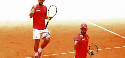 Juan Sebastián Cabal y Robert Farah festejan uno de los puntos logrados en la final del Masters 1.000 de Roma.