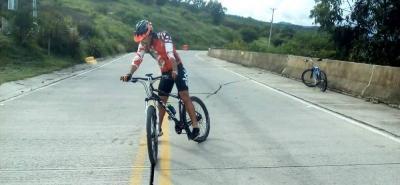 Este hueco es un 'dolor de cabeza' para ciclistas de García Rovira