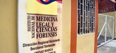 En las instalaciones del Instituo Nacional de Medicina Legal de Barrancabermeja estuvo unas horas el cuerpo del joven soldado Fernando Basto, que será entregado formalmente a su familia en Málaga.
