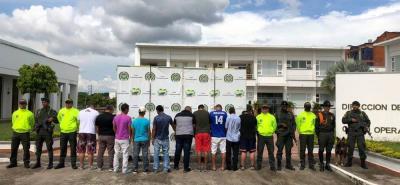 Los capturados fueron dejados a disposición de la Fiscalía General de la Nación por los delitos de concierto para delinquir agravado y apoderamiento ilícito de hidrocarburos, explicaron las autoridades de Policía.