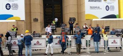 Los trabajadores de Ferticol no dan su brazo a torcer para exigir a la Gobernación claridad sobre el futuro de la empresa. En la protesta los acompañan la USO y la CUT.