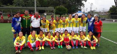 La selección Santander infantil de fútbol femenino, actual campeón nacional, no empezó de la mejor manera la fase final, donde defiende su corona, pues perdió 1-0 ante Bogotá y ahora está en la obligación de ganarle a Valle y Meta si quiere clasificar a la semifinal.