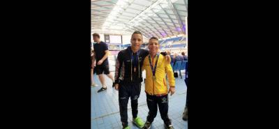 Carlos Daniel Serrano (izq.) y Nelson Crispín Corzo lograron ayer una medalla de oro, una de plata y una de bronce en la Serie Mundial de Natación Paralímpica en Sheffield, Inglaterra.