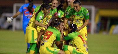 La futbolista santandereana Yoreli Rincón, considerada una de las mejores de Colombia, consiguió ayer el título de la Liga Profesional Femenina, con su actual club, el Atlético Huila.