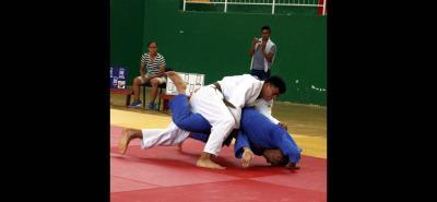 Léider Navarro (blanco) será uno de los deportistas Cadetes que representarán a Santander en el Campeonato Nacional Pre Juegos Nacionales en Barranquilla.