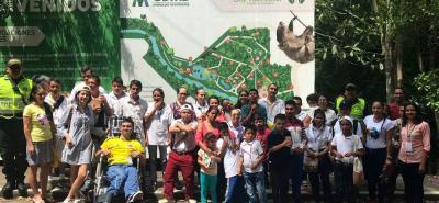 Este es el grupo de niños de la fundación Manantial de Esperanza de Lebrija, que en días pasados, disfrutó de una jornada de esparcimiento en el Jardín Botánico Eloy Valenzuela.