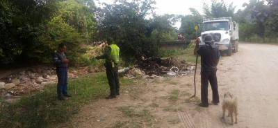Con el apoyo de la Policía y líderes de la vereda Pajonal, la Triple 'A' hizo una importante jornada de limpieza del afluente del sector.