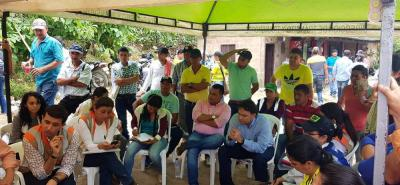 Líderes comunitarios de más de 20 veredas de Lebrija y Girón se reunieron con autoridades para revisar compromisos.