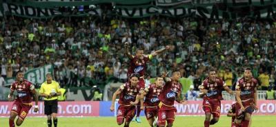 Deportes Tolima, contra todos los pronósticos, consiguió el título de la Liga Águila I de 2018, luego de superar anoche desde el punto penalti a Atlético Nacional. El elenco 'pijao' sumó la segunda estrella, tras la conseguida en el 2003.