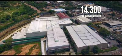 En la planta principal de producción de Ventanar, se llevan a cabo los procesos de corte, mecanizado y ensamble de perfiles de aluminio, materia prima principal para la fabricación de los productos de ventanería.