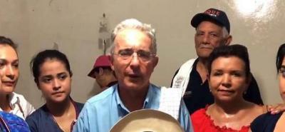 Hélice del helicóptero de Uribe alteró el panal de abejas