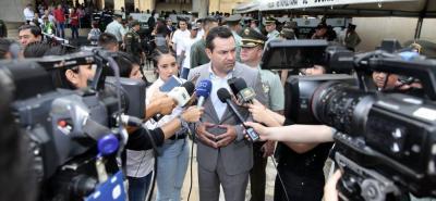 El gobernador Didier Tavera también fue blanco de críticas el año anterior, por su viaje en un avión privado al Festival Vallenato, en la ciudad de Valledupar, Cesar.