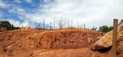 En varias de las inspecciones se constató que había remoción de tierra y sala de ventas, por lo que las autoridades sellaron de manera preventiva la obra.