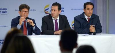 El director de Frontera con Venezuela, Felipe Muñoz, en compañía del director de la Unidad de Gestión de Riesgo de Desastres, Carlos Iván Márquez , y el director de Migración Colombia, Christian Krüger, durante el balance del Registro Administrativo de Migrantes Venezolanos (RAMV).