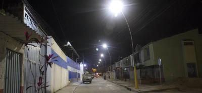 Según las autoridades, la iluminación en las calles del municipio generan mayor seguridad para los peatones.