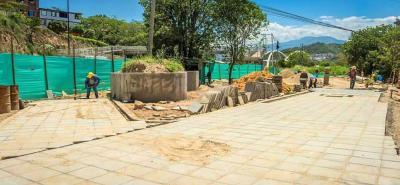 El Parque Lineal Bomberos, cada vez va tomando forma con la adecuación del sendero peatonal.