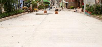 La comunidad destacó la obra, pues aseguran que desde hace más de 16 años no se le hacía mantenimiento a esta calle de la zona céntrica del municipio.