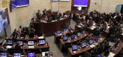 A un debate de ser aprobada quedó la iniciativa que busca ampliar el número de curules del Congreso de la República para las próximas legislaturas.