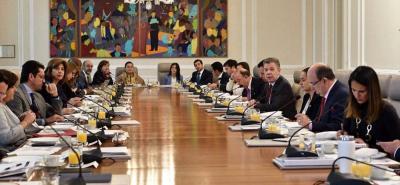 Pese a que el presidente electo no ha formalizado su equipo de empalme para recibir el mandato del Gobierno del presidente Santos, hasta el momento se habla de dos de sus compañeros de campaña, Alberto Carrasquilla y Alicia Arango.