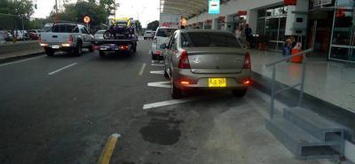 Las autoridades de Tránsito de Lebrija han aplicado 118 multas por estacionarse en sitios prohibidos en los alrededores del Aeropuerto Internacional Palonegro.