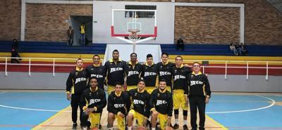Este es el quinteto sub 21 de Búcaros - UTS, que inició, de buena manera, el fin de semana su participación en la Liga de Desarrollo del baloncesto, certamen que busca promover y encontrar a las nuevas figuras del deporte de la pelota naranja en Colombia.