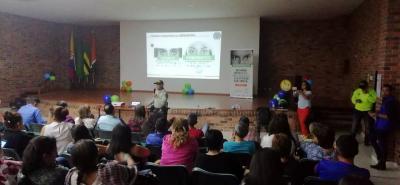Un promedio de 80 personas se hicieron presentes en la actividad que se realizó en el auditorio de la Alcaldía de Lebrija.