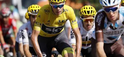 El vigente campeón del Tour de Francia, el británico Christopher Froome, según el diario parisino Le Monde, fue vetado por la organización de la carrera para tomar parte de la edición 2018 que comenzará el próximo sábado.
