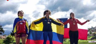 La joven lanzadora santandereana Carolina Ulloa Daza logró la medalla de oro en lanzamiento de martillo en el Suramericano sub 18 de Cuenca, Ecuador, al lograr una marca de 65,92 metros lo que terminó dándole el cupo a los Juegos Olímpicos de la Juventud.