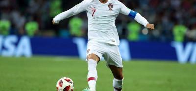 Cristiano Ronaldo, internacional portugués del Real Madrid, podría jugar la próxima temporada en el Juventus de Turín. Según los medios deportivos de Italia, las conversaciones están muy adelantadas y ya tienen arreglado hasta el sueldo del delantero. En caso de resultar la operación Cristiano compartiría camerino con el colombiano Juan Guillermo Cuadrado.
