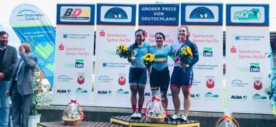 La ciclista santandereana Martha Bayona Pineda se destacó en el Grand Prix de Pista, disputado en Alemania, donde ganó las pruebas del keirin y la velocidad por equipos, además del bronce que alcanzó en la velocidad individual.