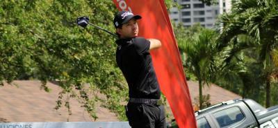 El caleño Santiago Rivas, del registro del Club Campestre de esa ciudad, es el líder de la categoría profesional del Abierto de Golf 'Copa Core Ciudad de Bucaramanga' 2018.
