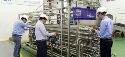 Essi fabrica máquinas envasadoras asépticas versátiles, innovadoras y competitivas con el respaldo de un equipo humano comprometido, capacitado y experto.