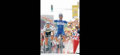 El joven velocista colombiano Fernando Gaviria Rendón hizo valer su punta de velocidad en la primera etapa del Tour de Francia, y se impuso en la jornada inaugural de la Ronda Gala, superando brillantemente al eslovaco Peter Sagan y al alemán Marcel Kittel.